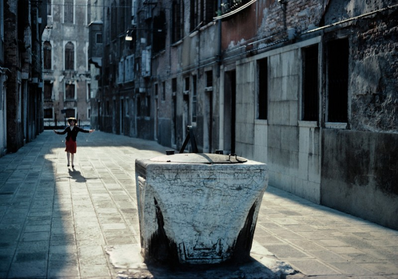 Venice - little girl playing with rope in an alley, color landscape photo